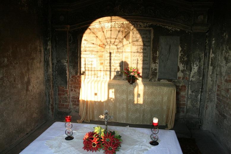 Beyer wnętrze kaplicy stan 2016
